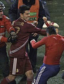 Fedor y Ortigoza se pelean. | AP