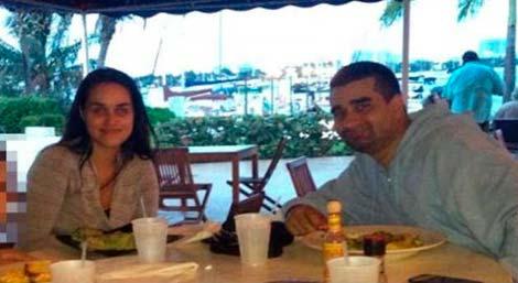 Derek Medina, con su mujer. | Facebook