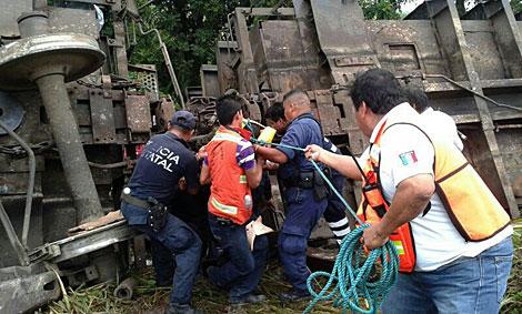 Trabajadores de los servicios de rescate. | Efe
