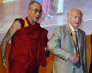 Con el Dalai Lama, en una foto de 2005. (Foto: AP)