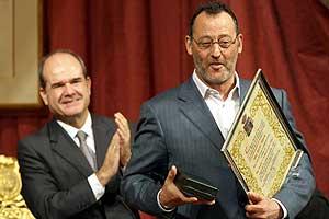 Jean Reno, en primer plano, y Manuel Chaves, detrás. (Foto: EFE)