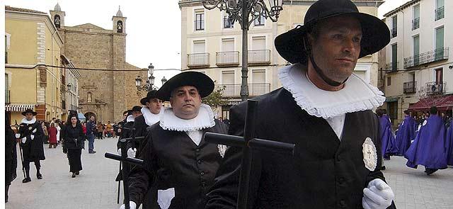 El Viernes Santo de Ágreda está declarado de Interés Turístico Regional y cuenta con la participación de la Cofradía de la Vera Cruz con el protagonismo de los felipecuartos. | F. Santiago