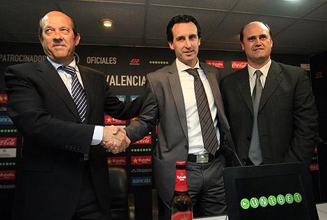 Emery, junto a Llorente y Fernando, en Paterna. | J. Cuéllar