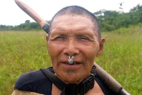 Indígena de la Reserva Murunahua, invadida por madereros ilegales.   C. F. / U. Amazon Cons.