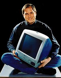 Con el iMac en 1998. | AP