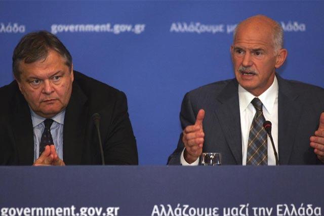 El ministro de Finanzas heleno, E. Venizelos, y el primer ministro, Y.Papandreu. | Efe