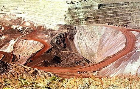 La explotación a cielo abierto de las minas de hierro.