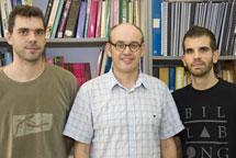 C. Navau (i), Á. Sánchez (c) y J. Prat-Camps (d).