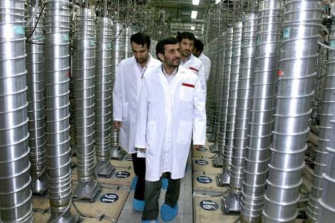 El líder Ajmadineyad durante una visita a la planta de Natanz, en 2008.| Ap