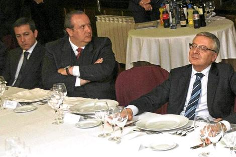 Orozco, Dorribo y Blanco, en una cena homenaje al ministro, en 2010.   Efe