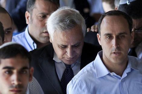 Moshe Katsav cabizbajo tras conocer la sentencia. | AP