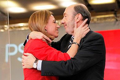 Carme Chacón y Rubalcaba. | Foto: Jordi Soteras