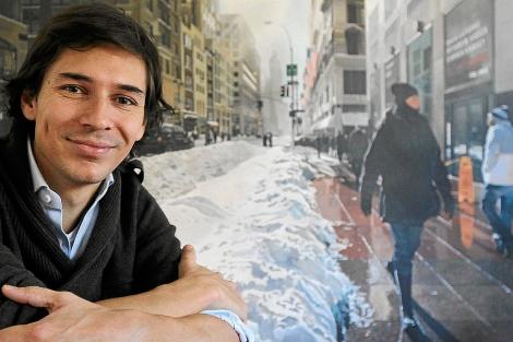 El artista vallisoletano junto a una de las obras en las que está trabajando en la actualidad. | J. M. Lostau