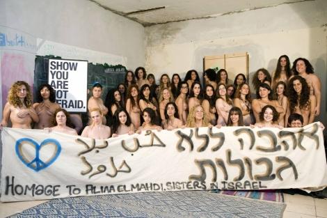 Decenas de mujeres israelíes en solidaridad con la bloguera egipcia. | Efe
