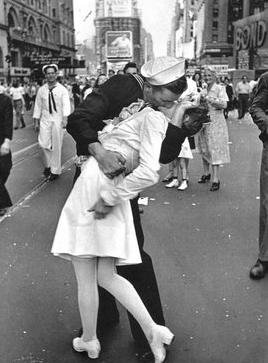 El 'beso' más famoso de 'Life'.