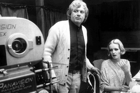 Ken Russell, con Twiggy, en el rodaje de 'The boy friend'. | AP
