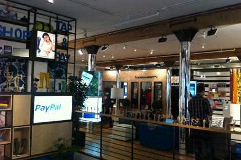 En este local del barrio de Tribeca, Paypal realiza demostraciones a comerciantes. | P. R.