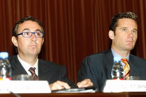 Iñaki Urdangarin y su socio Diego Torres en un acto del Instituto Nóos. | Santi Cogolludo