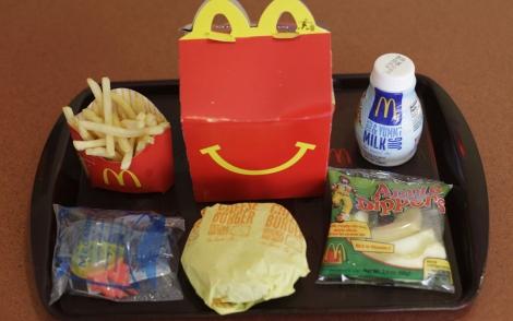 Un menú Happy Meal de McDonald's. | AP
