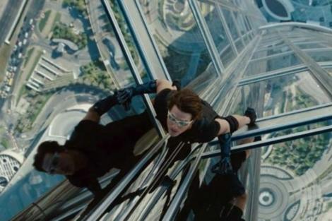 Tom Cruise, subido al rascacielos Burj Khalifa de Dubai, en una escena de 'Misión imposible 4'.
