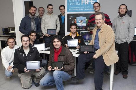 Los investigadores de la UCO que han creado la iFreeTablet. | Madero Cubero