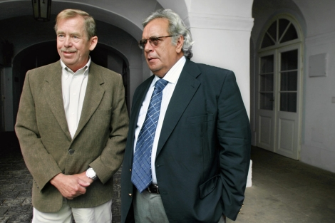 Vaclav Havel y Raúl Rivero, en Praga, en 2005. | AFP
