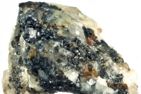 Una roca con cuasicristales extraída de las montañas Koryak, en Rusia.   PNAS