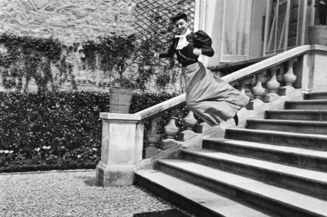 A Lartigue se le considera el fotógrafo de la felicidad por la sensación que dan sus trabajos.