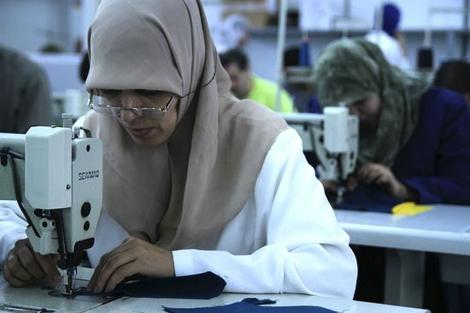 Trabajadora de un taller textil de la ciudad marroquí de Tánger. | Setem