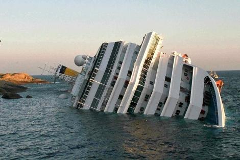 El 'Costa Concordia', tras el naufragio.   Afp