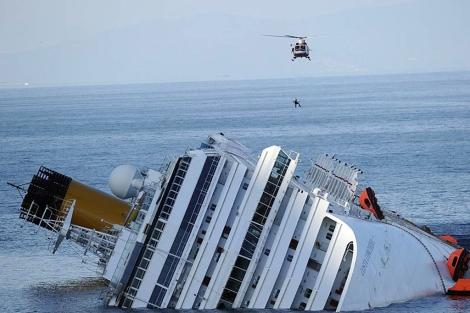 El barco, en la costa de Giglio. |Afp