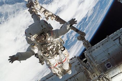 Richard Linnehan durante un paseo espacial. | NASA
