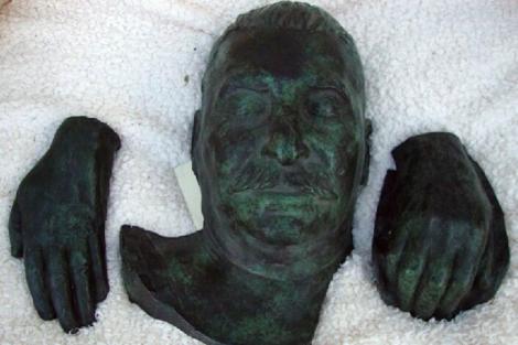 Reproducciones de bronce de Joseph Stalin subastadas en el Reino Unido. | Afp