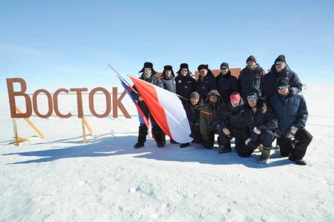 Los científicos rusos de la expedición que ha alcanzado el lago Vostok. | AFP