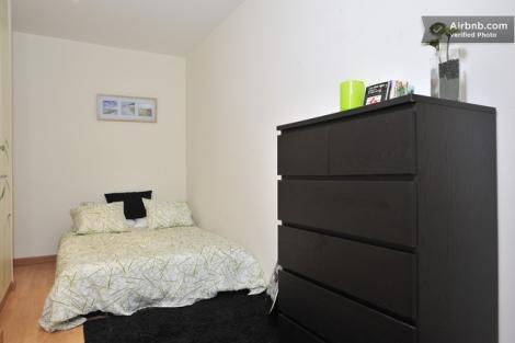 Imagen de la habitación que alquila Sandra, una de las usuarios de Airbnb en Barcelona.