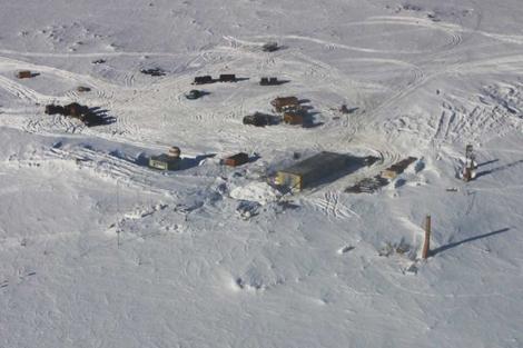 Estación rusa donde se ha perforado el hielo para alcanzar el lago Vostok. | Reuters