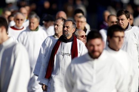 Un grupo de sacerdotes en la Plaza de Colón en el día de la familia.   Javier Barbancho