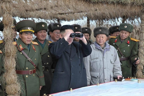 El lder norcoreano, Kim Jong-un, inspecciona dos unidades militares. | Efe