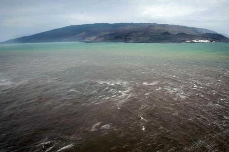 La mancha producida por la erupción frente a la costa de La Restinga, en octubre.| AFP