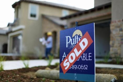 Casa con el cartel de 'Vendida' en Estados Unidos. | Reuters