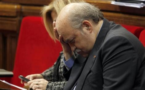 Mas-Colell, junto a Joana Ortega, en la sesión del Parlament. | Domènec Umbert