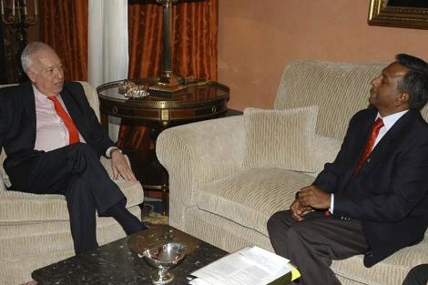 Salil Sheltty en su renión con el ministro de Asuntos Exteriores. | Efe