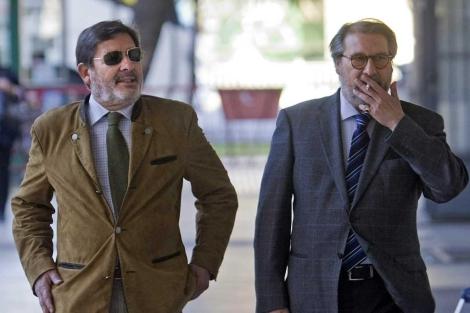 Javier Guerrero, con gafas oscuras, antes de su declaración ante la juez.