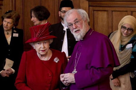 Rowan Williams con la reina Isabel II. | Afp