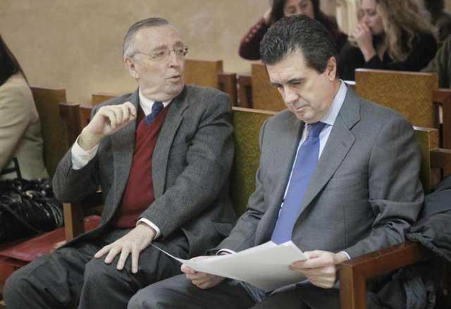 Antonio Alemany y Jaume Matas en el banquillo durante la celebración del juicio en Palma. | Pep Vicens