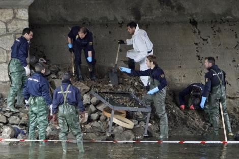 Búsqueda del cadáver en el río Manzanares | Alberto Di Lolli