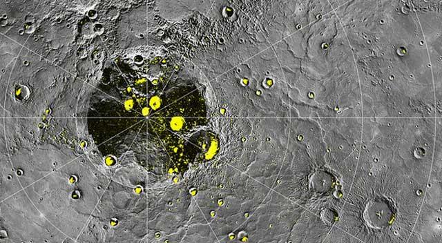 Imagen de la sonda Messenger de cráteres de Mercurio donde podría existira agua helada. | NASA