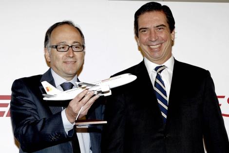 El consejero delegado de Iberia Express, Luis Gallego (izq), y el de Iberia, Rafael Sánchez-Lozano. | Efe