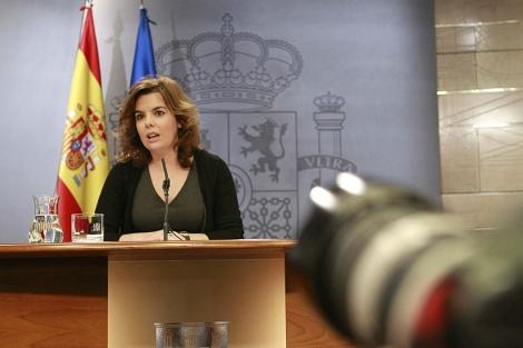 Soraya Sáenz de Santamaría, en rueda de prensa tras el Consejo de Ministros. | Ángel Díaz | Efe