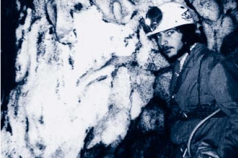 Joan Pons durante una campaña de espeleología en 1973 en Escorca. | SHNB